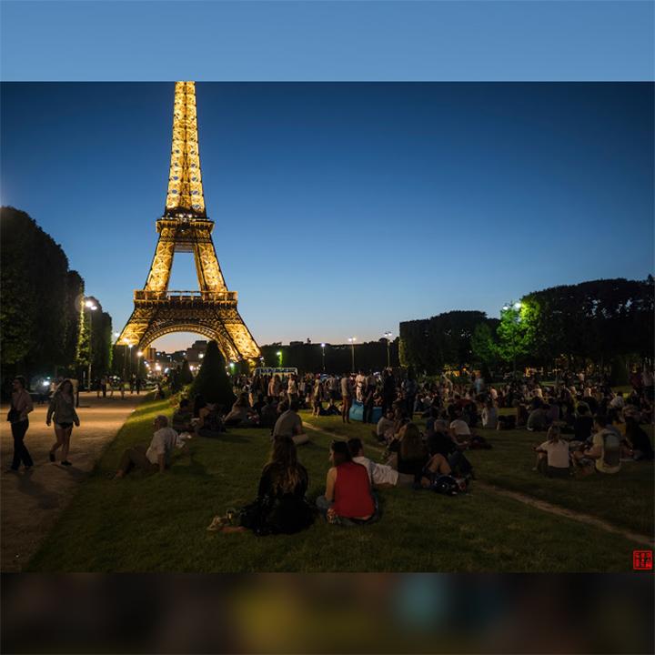 EiffelTowerOnNight