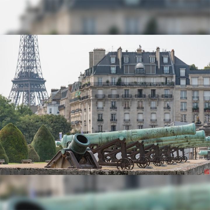 Around-Eiffel-Tower